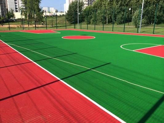 Красно-зеленое резиновое покрытие для футбольного поля